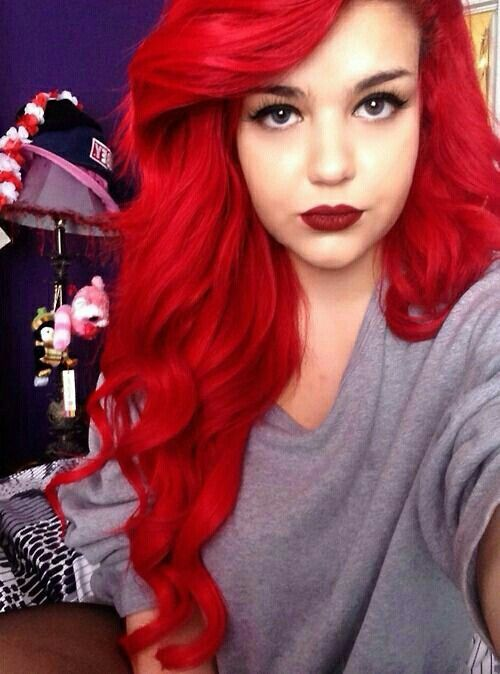 This chick thinks she looks like Ariel...annnd she kinda does!