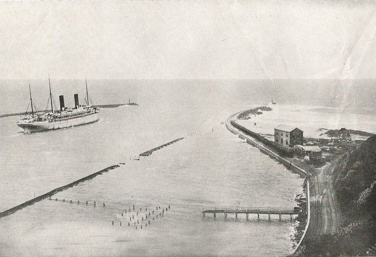 Entrance to Durban Harbour. ca. 1920