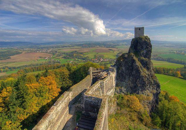 Hrad Trosky – pohled z věže Baba na věž Panna | Český ráj