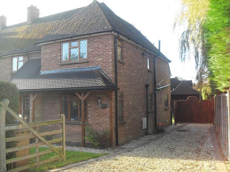£370,000  5 Bedroom Semi Detached House - Meadow Way, Amersham, Buckinghamshire, HP6 5RX Estate Agents