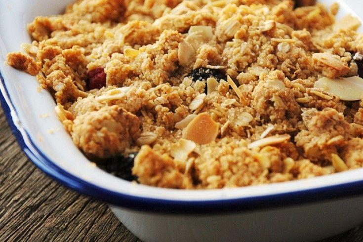 Hét basis recept voor het altijd-goed-dessert: fruit crumble - Culy.nl