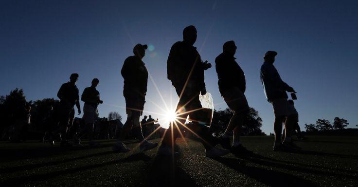 Espectadores chegam para o torneio de golfe Masters, em Augusta, na Georgia, USA.  Fotografia: David J. Phillip / AP.  http://noticias.uol.com.br/album/2016/01/06/olho-magico-2016.htm#fotoNavId=pr46c3f6439cb9a74f1047647824436bfb20160406