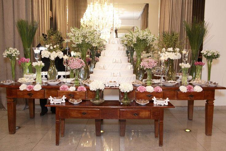 decoração da mesa do bolo - Marisa Flores e Buffet Mansão Tulipas