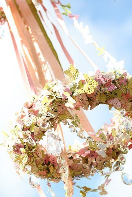 may day !: Chandeliers Diy, Diy'S, Wreaths, Butterflies Chandeliers, Girls Parties, Teas Parties, Girls Rooms, Chand Diy, Paper Butterflies