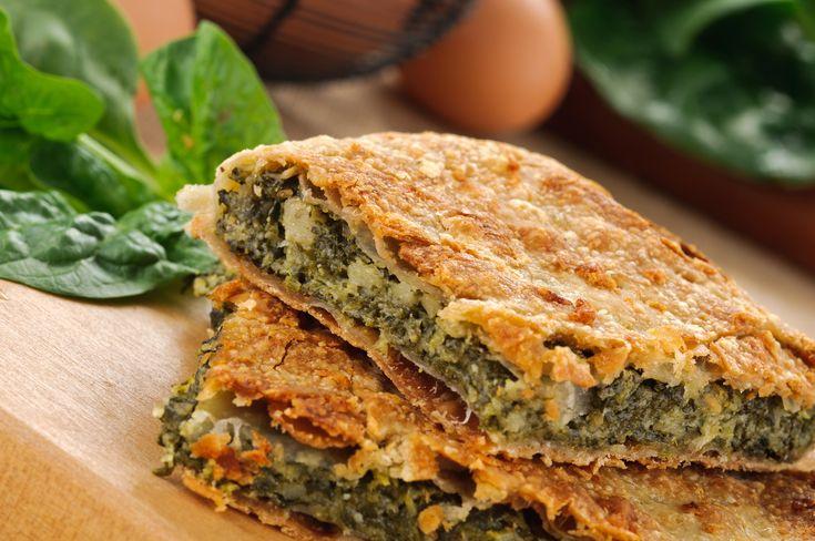 L'erbazzone è uno dei piatti più caratteristici della ricca e variegata tradizione gastronomica emiliana, fatta di sapori autentici e fortemente legata al mondo contadino #streetfood #erbazzone #emiliaromagna