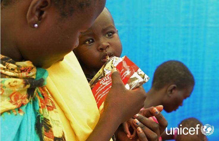 POMÓŻ DZIECKU W SUDANIE POŁUDNIOWYM: Dzieci, które odzyskały siły i mogą samodzielnie jeść, otrzymują wysokokaloryczny posiłek terapeutyczny. Jest to gotowa do spożycia pasta z orzeszków ziemnych Plumpy'nut. Już trzy saszetki tej pasty dziennie mogą pomóc dziecku odzyskać siły w tydzień. Pomóż na www.unicef.pl/sudan.