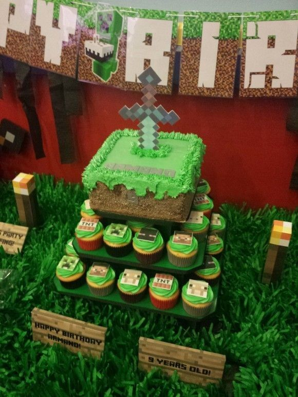 2014 minecraft Halloween cake with sword - party ideas, cupcake, torch #Halloween