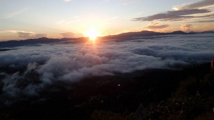 """Kampung Lolai bak """"negeri di atas awan."""" Pemandangan matahari terbenamnya sangat indah."""