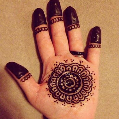 Palm and fingertips. Free hand. www.om-agehenna.com