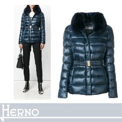 HERNO ダウンジャケット・コート HERNOアクティブな女性に ファーリーネックパディッドジャケット