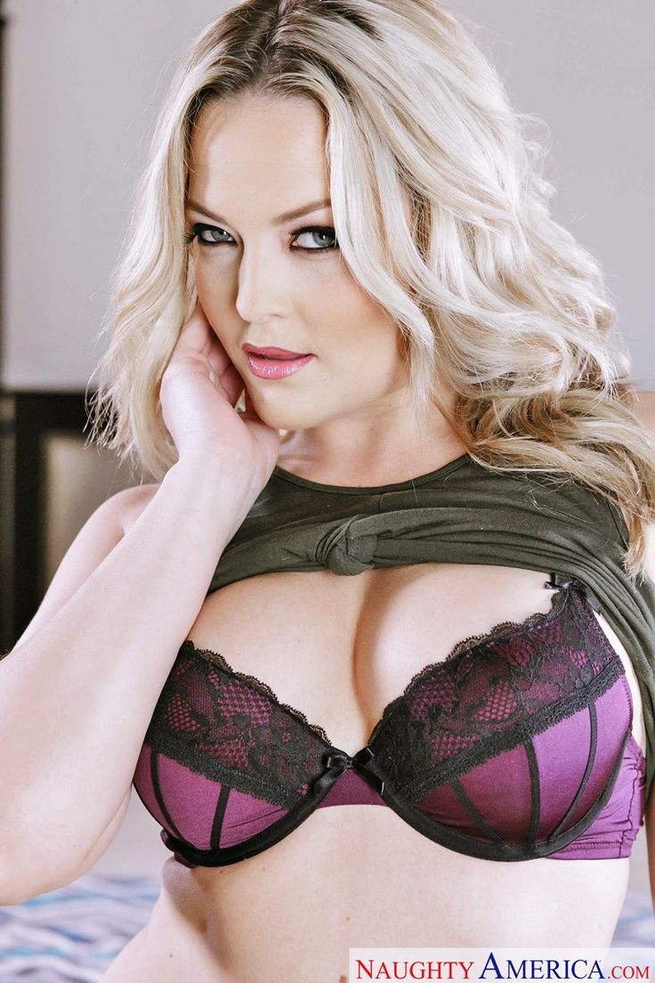 Alexis Texas Gallery Violet Lingerie di Naughty America 32-5207