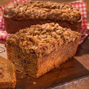 Carrot & Apple Mini Loaves with Pecan Crumble: Try these mini loaves for any occasion!