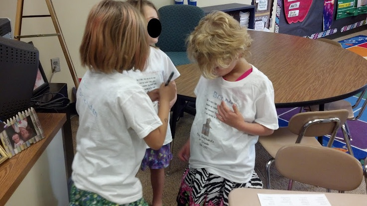 Fun in First Grade: Wrapping Up the End of the Year   I love doing this at the end of the year! Class shirts!