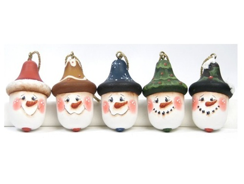 Acorn Snowmen Ornaments...I have always loved acorns in their little hats, and now I have something special to turn them into!! I can't wait to be able to go collect some acorns and get crafting!