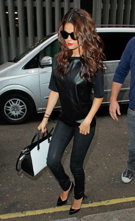 Selena Gomez - i don't like the shirt, but i love this jeans, shoes and handbag!