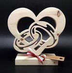 Hochwertiger, filigran und aufwendig gearbeiteter Pferdekopf mit Hufeisen aus Zirbenholz! Das Geschenk für Pferdefreunde! Größe: ca. A4