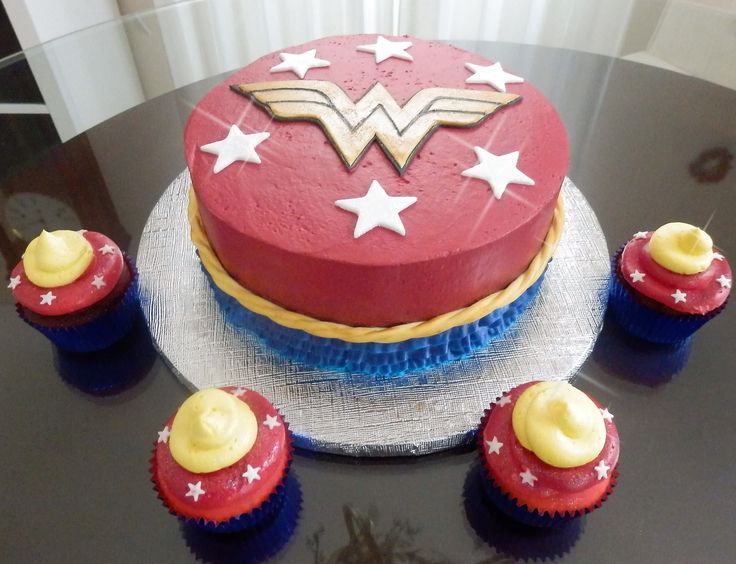 Wonder Woman cake and cupcakes