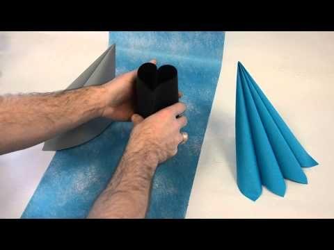 Pour les fleurs bleues, misez sur le pliage de serviettes en cœur pour votre déco de table ! #pliage #serviette http://www.youtube.com/watch?v=prIHDoDEJS4