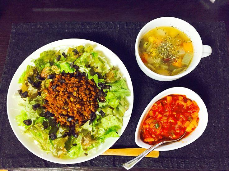 ベジタリアンタコライス  肉、白米無し  ライスの代わりにキヌアとひよこ豆の炊き込み  タコスミートは大豆のフェイクミートとレンズ豆  サルサは塩は不使用  スープはビーガン用ベジタブルブイヨン使用