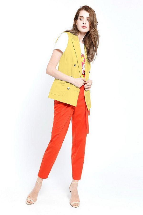 Желтый цвет в сочетании с контрастными цветами