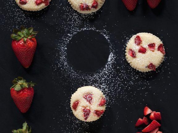 Erdbeer-Käsemuffins ist ein Rezept mit frischen Zutaten aus der Kategorie Muffins. Probieren Sie dieses und weitere Rezepte von EAT SMARTER!