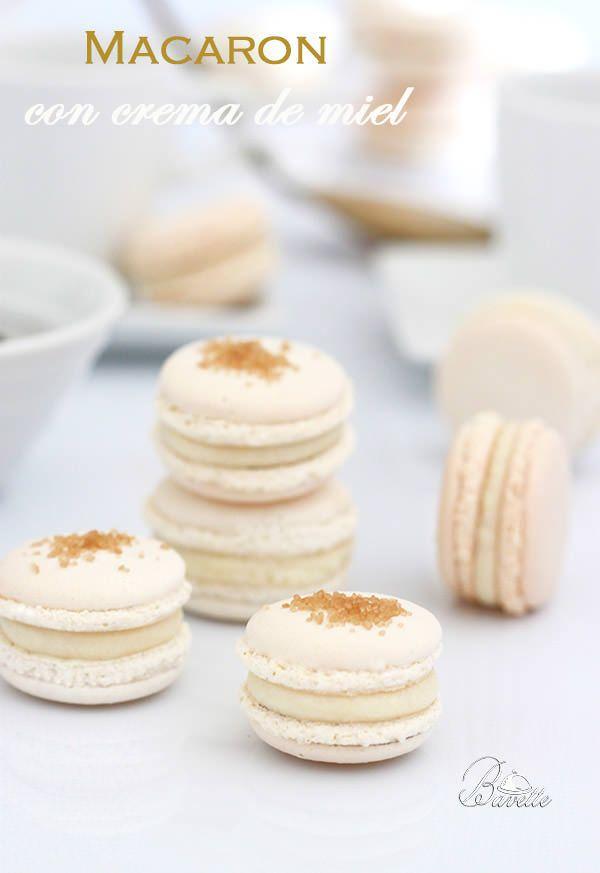 Macarons blancos con merengue italiano, rellenos  de crema a la miel