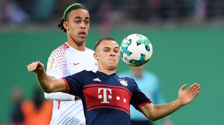 Joshua Kimmich (vorn) vom FC Bayern München und Yussuf Poulsen (RB Leipzig) wollen den Ball. (Quelle: )