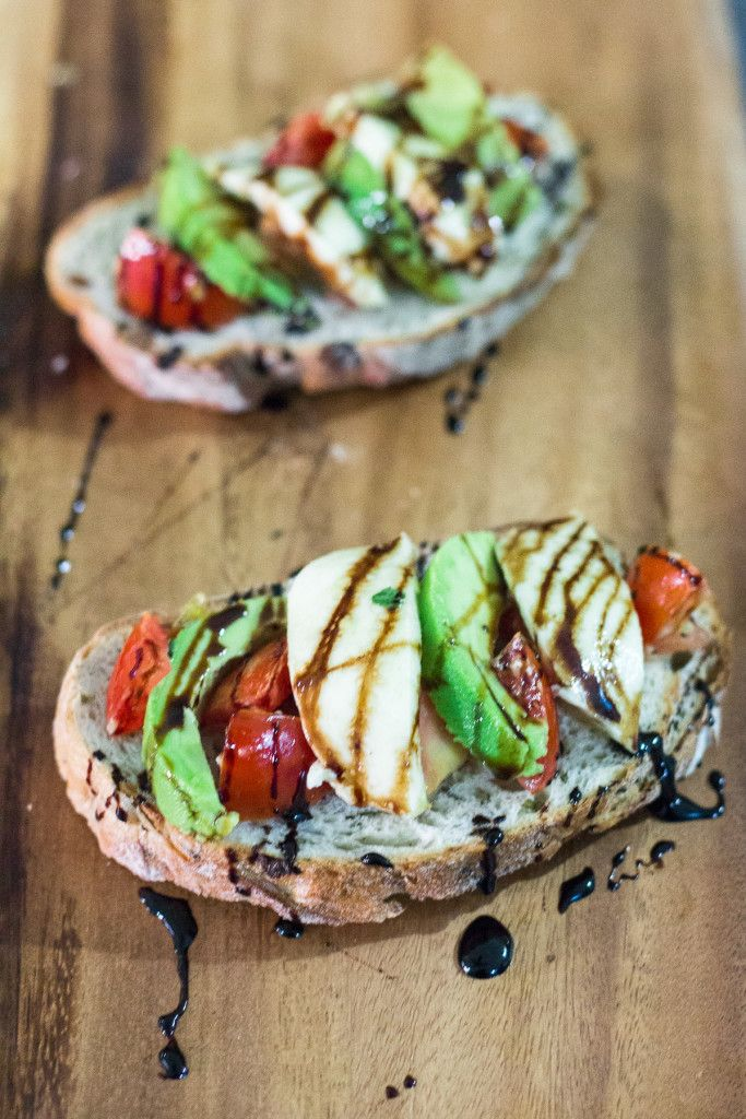 Grilled Caprese Toast | http://mayakitchenette.com/grilled-caprese-toast