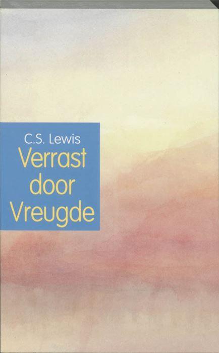 Verrast door vreugde  Over C.S. Lewis (1898-1963) zijn al heel wat boeken verschenen maar het boeiendste boek blijft nog altijd dat van zijn eigen hand: Surprised by Joy. Het verscheen in 1955 en was in de eerste plaats bedoeld als antwoord op de vraag aan Lewis hoe hij van atheïst in een christen veranderd was. Natuurlijk werd het meer dan een autobiografisch bekeringsverhaal. De barre toestanden aan Lewis eerste kostschool een tragikomisch generatieconflict zijn fascinerende privé-leraar…