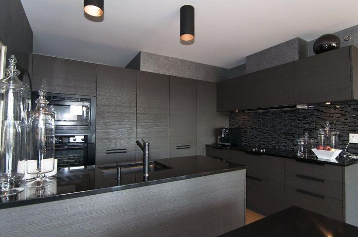 Jolie cuisine noire ou grise cuisine photos and decoration - Cuisine noire et blanche ...