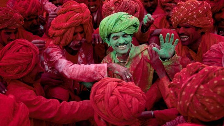 #Holi is a riot of colours, the celebration of life and victory of good over evil. It is the celebration of unity in diversity, and a meaningful amalgamation of traditions and culture. Read on!  Festival Dates: 1st & 2nd March, 2018.  #HoliinIndia #Colors #WorldTravelExperiences #DuniaGhumowithWTX