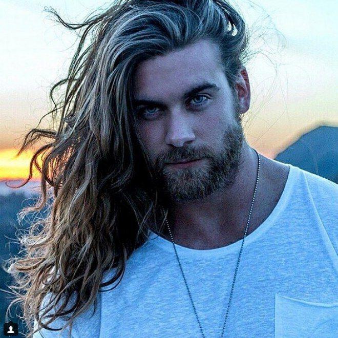 Hombres con pelo largo