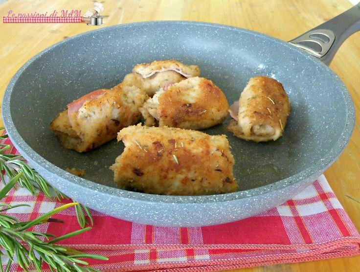 Involtini di lonza e prosciutto cotto cotti in padella con una panatura saporita, ricetta secondo piatto di carne facile e veloce da preparare.