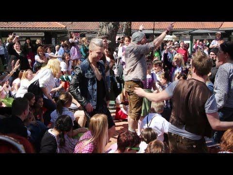 """▶ voXXclub - """"Rock mi"""" Flashmob in den Riem Arcaden in München - YouTube"""