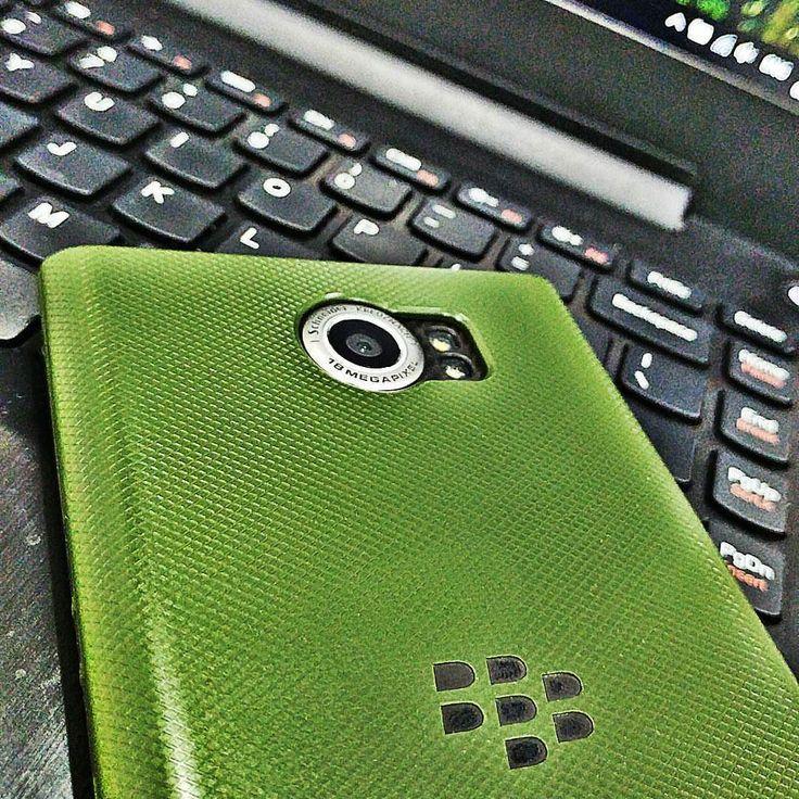 #inst10 #ReGram @hirakbhat: Blackberry priv! Best blackberry phone yet.. #blackberry #blackberry_priv #priv #office #officehour #officehours #casing #casing_priv #insta10 #blackberryclubs #blackberrylover #BlackBerryPhotos #BBer #BlackBerryPRIV #PRIV #QWERTY #Keyboard #Android