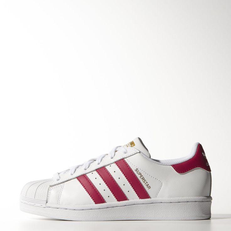 Inspirée de l'iconique chaussure de basketball des années 70, la Superstar Foundation adidas Originals revisite un grand classique pour le plus grand bonheur des nouveaux fans. Cette chaussure junior possède une tige en cuir agrémentée de l'incontournable coque avant en gomme.