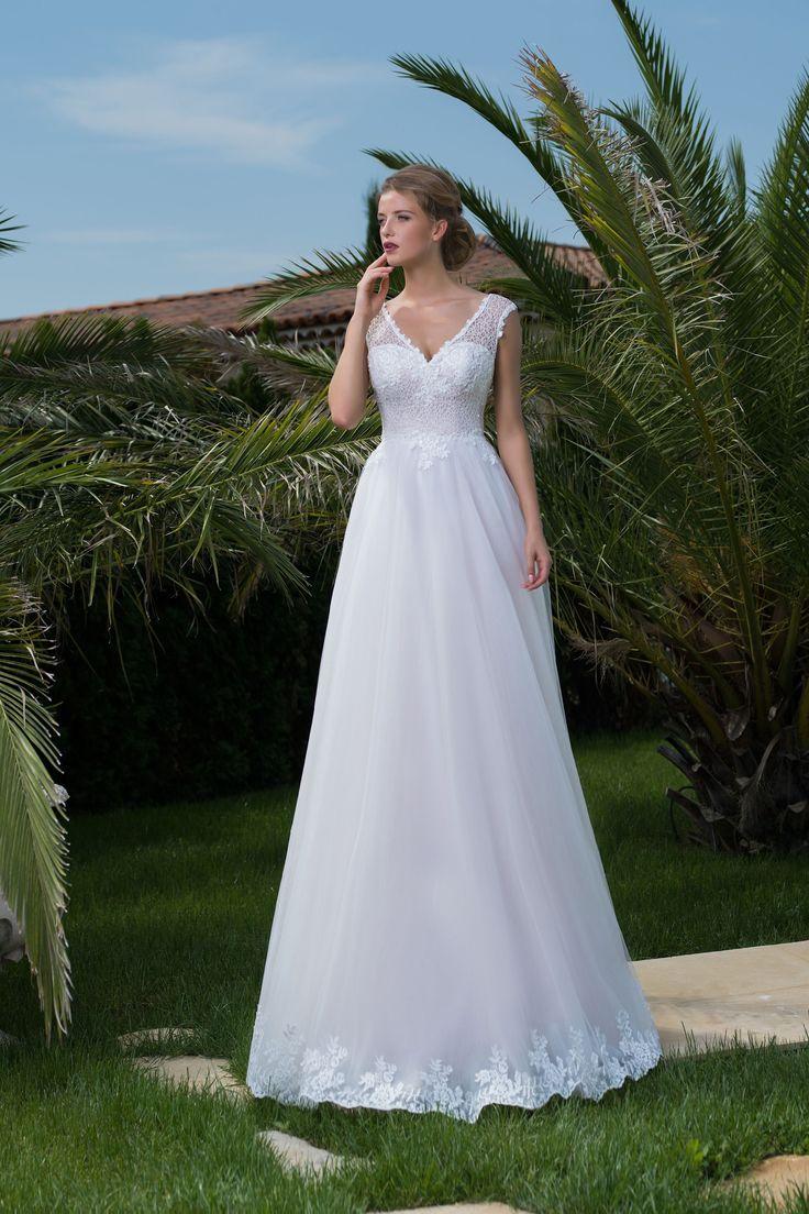 Nádherné svadobné šaty s čipkovaným vrškom a sukňou zdobenou čipkou