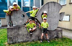 Eva Prokopová Rybičky v mateřské školce v Neratovicích umělý kámen s mramorovou drtí