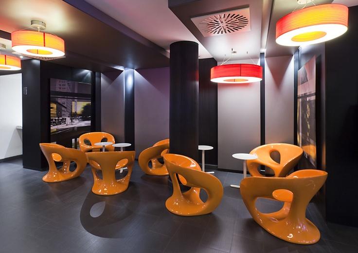 Las salas del mejor hotel de barcelona tienen un estilo moderno como la ciudad. http://www.ilunionalmirante.com/