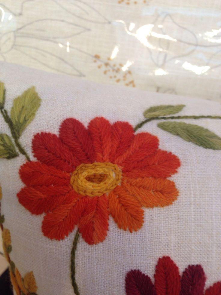 Flor 4 // BORDADO/ Maria L.Bertolino/ www.pinterest.com...
