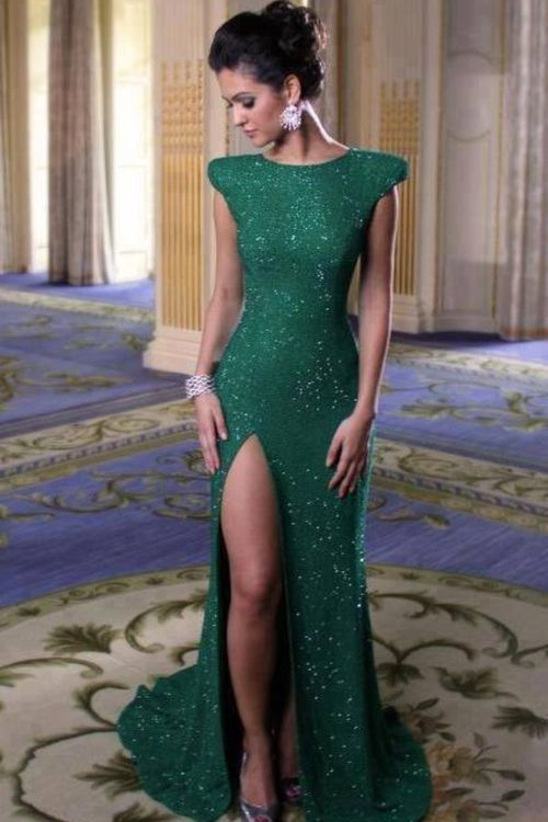 Emerald long evening dress with a lower slit, that's too high for me