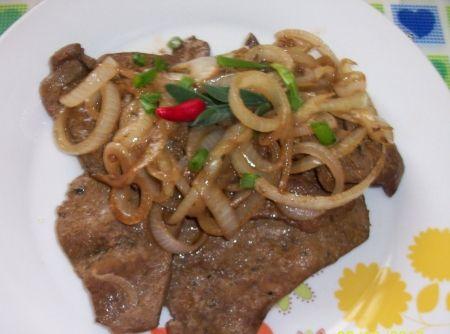 Bife de Fígado Acebolado - Veja como fazer em: http://cybercook.com.br/receita-de-bife-de-figado-acebolado-r-3-2671.html?pinterest-rec