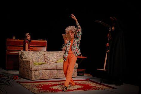 Constanza Muere - **   Texto y dirección: Ariel Farace.  Actores: Analía Couceyro, Matías Vertiz, Florencia Sgandurra. Teatro El Portón de Sánchez