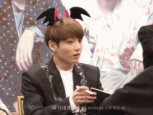 Cum reacţionează Jungkook din BTS când fanele îi spun 'oppa'? | Kpop Romania