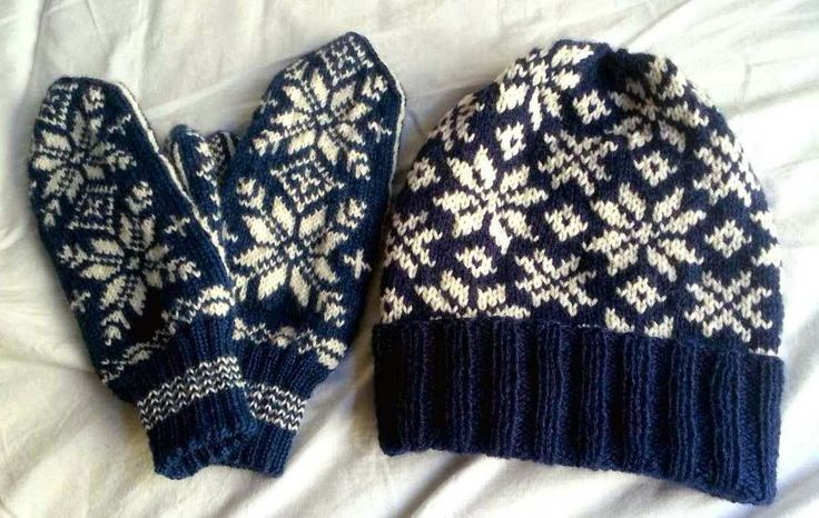 Icelandic mittens and a hat with norwegian pattern.