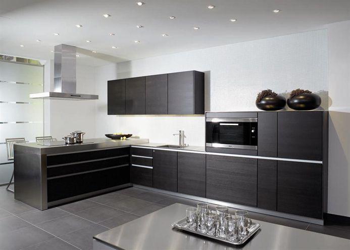 Strakke donkergrijze keuken