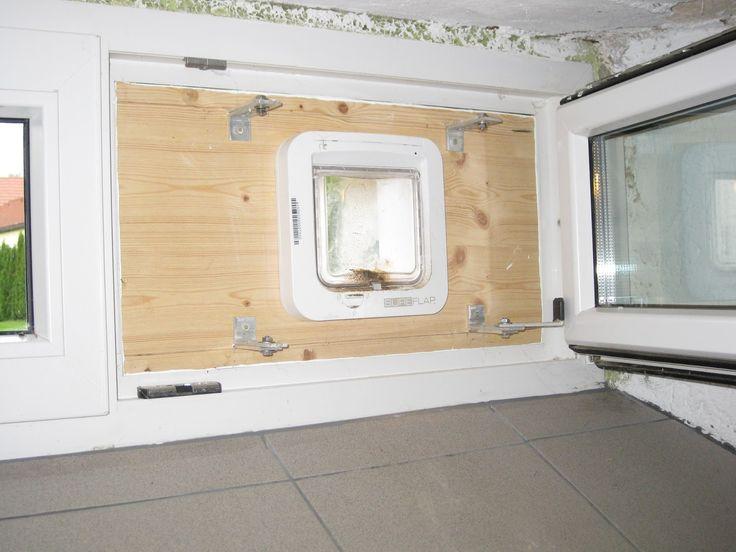 Zerstörungsfreier Einbau einer Katzenklappe in ein Fenster.
