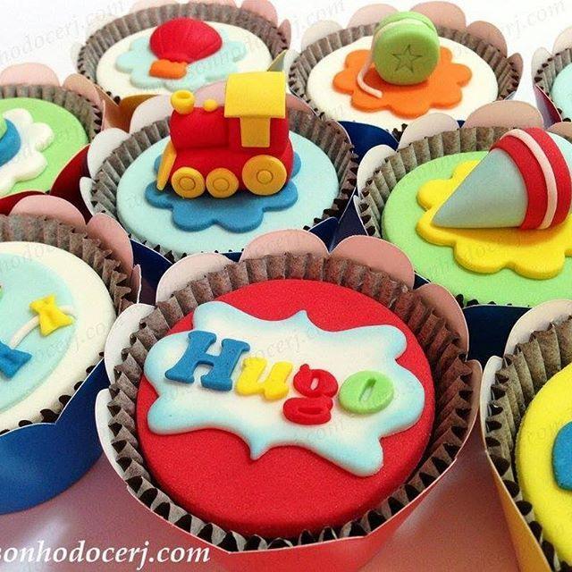 """Cupcakes """"Brinquedos antigos""""! www.sonhodocerj.com curta nossa página no Facebook: www.facebook.com/sonhodocerj #sonhodocerj #cupcake #cupcakes #cupcakedecorado #cupcakepersonalizado #cupcakesbrinquedos #cupcakesbrinquedosantigos #cupcakesbrinquedosvintage #festa #festas #festabrinquedosvintage #festabrinquedosantigos #festabrinquedos"""