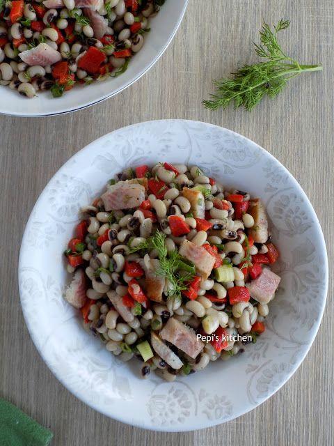 Σαλάτα με μαυρομάτικα http://pepiskitchen.blogspot.gr/2011/06/blog-post_23.html
