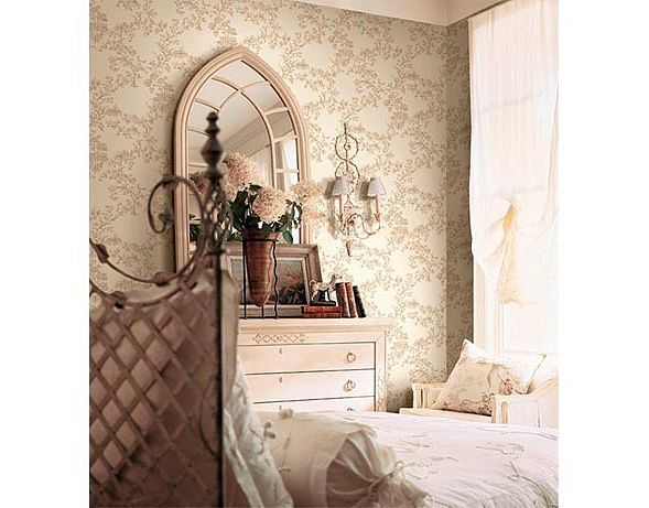 Спальня с цветами зеркалом на комоде: купить всё необходимое и получить консультацию дизайнера вы можете в Центре дизайна и интерьера 'ЭКСПОСТРОЙ на Нахимовском'